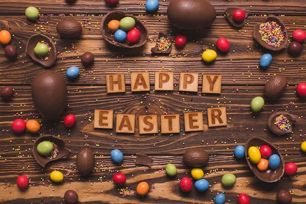 Joyeuses pâques écrit au milieu des bonbons