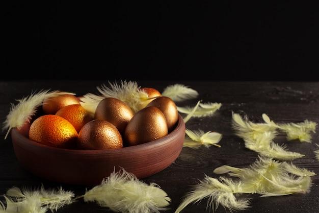 Joyeuses pâques! oeufs de pâques sur bois