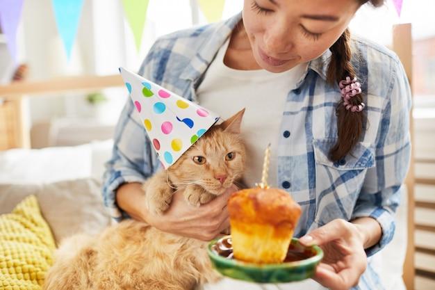 Joyeux anniversaire au chat