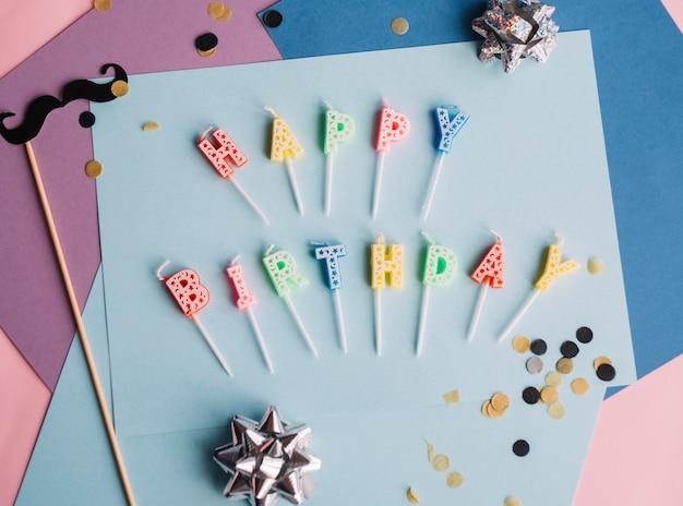 Joyeux anniversaire bougies sur papier