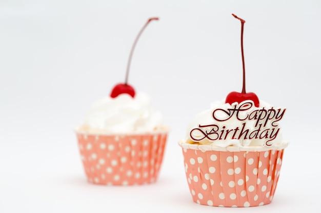 Joyeux anniversaire mot et cup cake à la cerise rouge