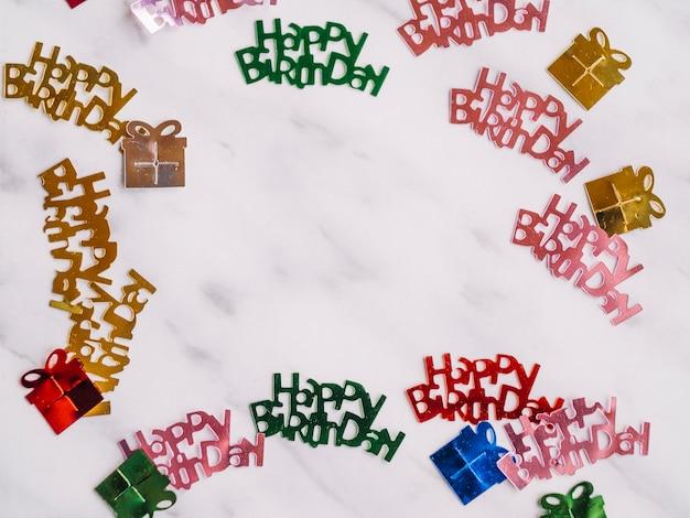 Joyeux anniversaire mots et cadeaux confettis