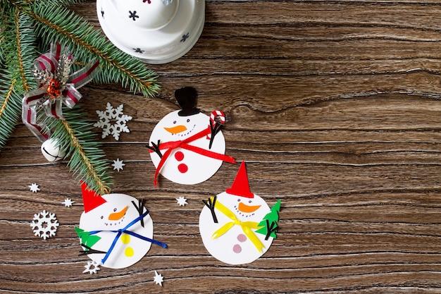 Joyeux cadeau de noël bonhomme de neige projet fait main de créativité pour enfants