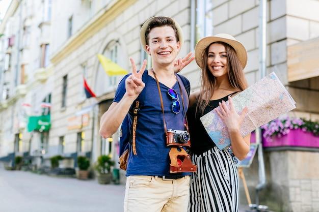 Joyeux couple en vacances