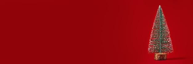 Joyeux noël et bonne année composition avec arbre de noël sur fond rouge