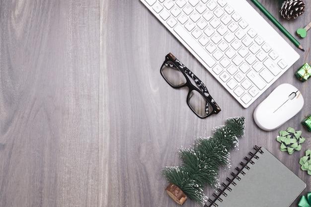 Joyeux noël et bonne année concept d'espace de travail de bureau.