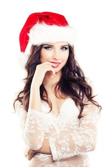 Joyeux noël femme en bonnet de noel sur fond blanc