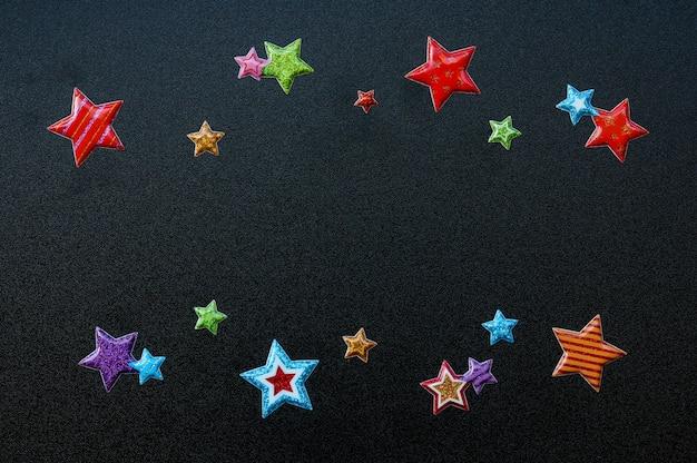 Joyeux noël, notes de nouvel an avec fond d'étoiles, vue de dessus, plat poser, espace copie