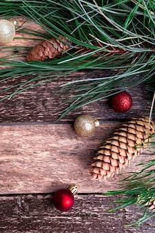 Joyeux noël nouvel an composition rustique. mise à plat.
