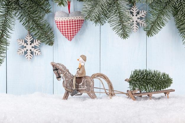 Joyeux noël et nouvel an fond avec bonhomme de neige et cheval