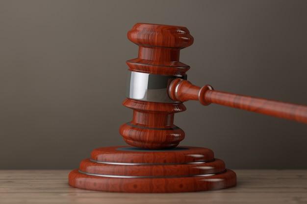 Juge gavel et sound block sur une table en bois. rendu 3d