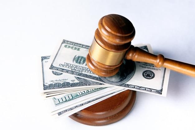 Juge marteau, dollars pour les affaires, la finance, la corruption, l'argent, les crimes financiers