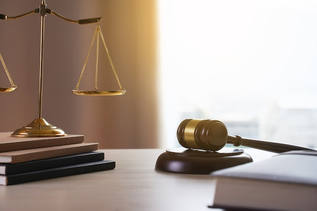 Juge marteau avec la justice avocats avocat travail juge concept