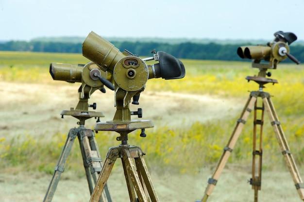 Jumelles anti-aériennes. peinture de camouflage originale