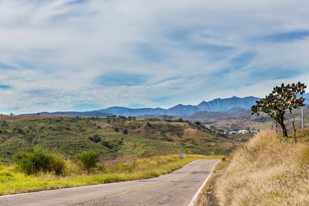 Jungle et montagnes pendant la saison des pluies au mexique