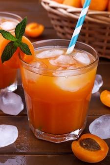 Jus d'abricot frais