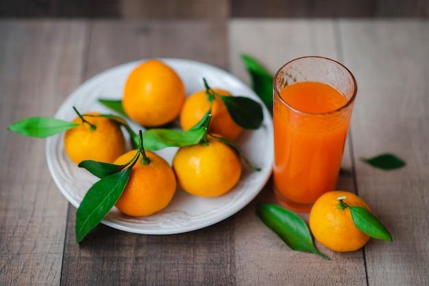 Jus d'agrumes et mandarine fraîche
