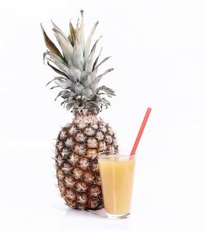 Jus d'ananas avec ananas frais