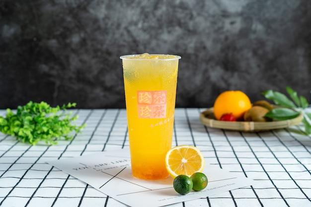 Jus de citron et jus d'orange