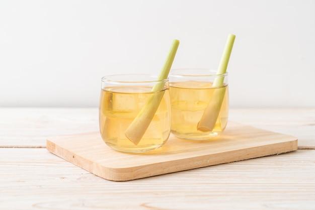 Jus de citronnelle glacé