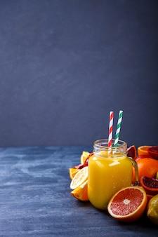 Jus frais orange et agrumes.boisson de fête estivale.