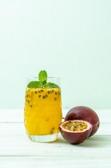 Jus de fruit de la passion frais et glacé