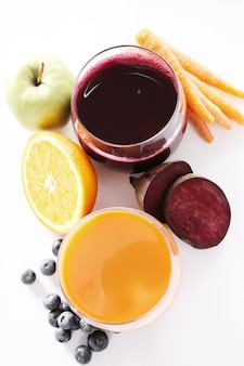 Jus de fruits frais et fruits