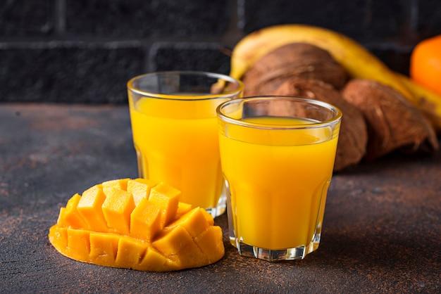 Jus de fruits frais tropical