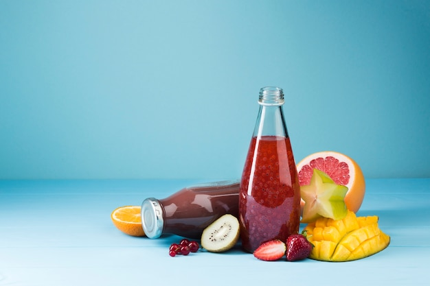 Jus de fruits rouges et smoothie colorés