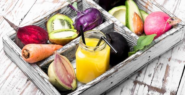 Jus de légumes fraîchement pressé