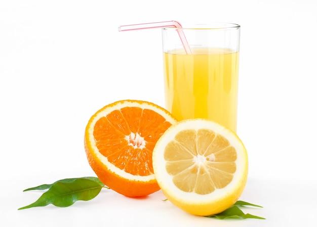Jus d'orange et de citron avec tubule