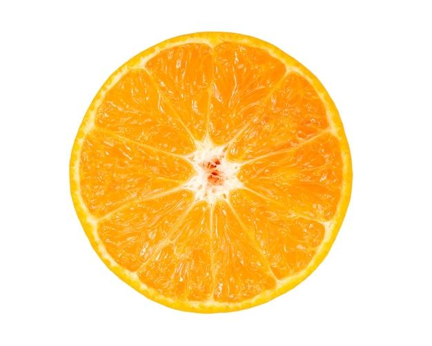 Jus d'orange frais isolé sur blanc