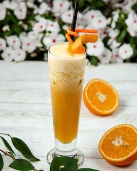 Jus d'orange avec glace pilée