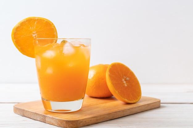 Jus d'orange avec de la glace