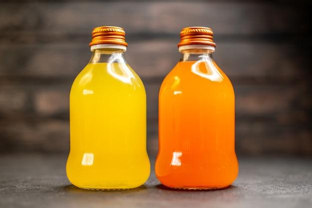 Jus d'orange et jaune vue de face