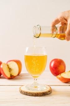 Jus de pomme aux fruits pommes rouges