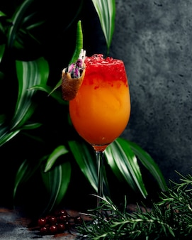 Jus tropique avec glace pilée