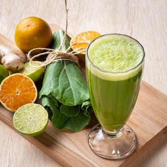 Jus vert ou détox de jus frais.