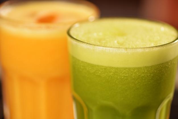 Jus vert et jus d'orange