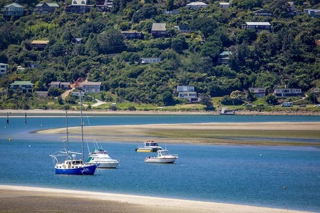 Kairua, nouvelle-zélande - 8 février : bateaux à kairua inlet nouvelle-zélande le 8 février 2012