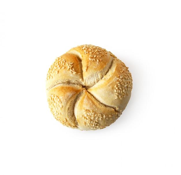 Kaiser roll pain au four frais isolé sur fond blanc