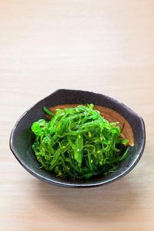 Kaiso salada avec salade d'algues