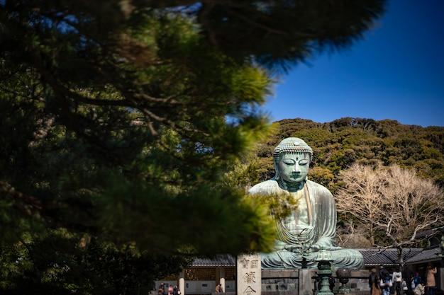 Kamakura daibutsu avec un ciel bleu