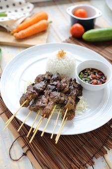 Kambing saté, satay d'agneau indonésien