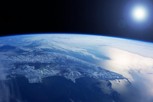 Kamtchatka depuis l'espace. les éléments de cette image ont été fournis par la nasa. photo de haute qualité
