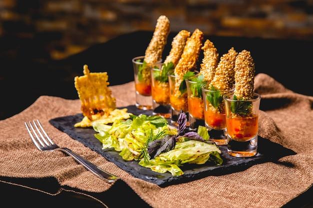 Kanape, à, mélange, salade, vue côté