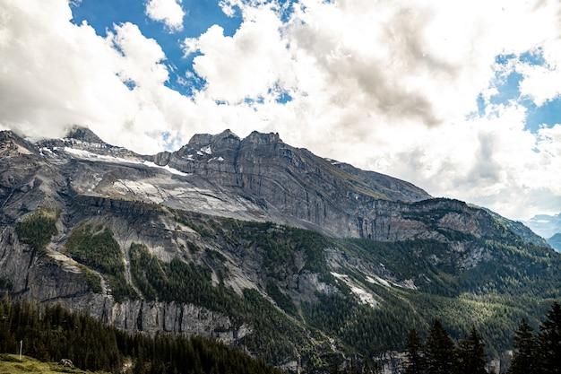 Kandersteg suisse - vue de fisistock, résultat de l'avalanche rocheuse de kandersteg (événement cathastrophique de l'holocène tardif)