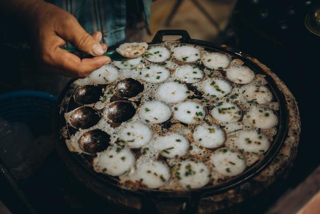 Kanom krok, sorte de lait de coco sucré thaïlandais