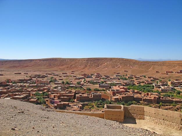 Kasbah ait ben haddou dans le désert du sahara, ouarzazate, maroc