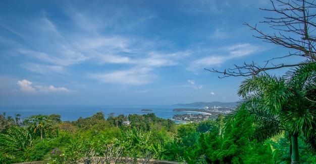 Kata phuket vue sur la mer.